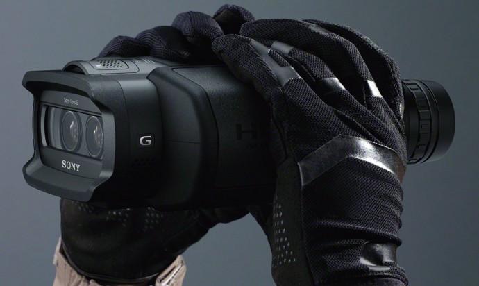 compare-binoculars-10-03-sony-dev-3-5-digital-binoculars-hands-690x412